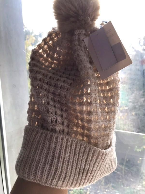Симпатичная шапка бини с помпоном, ажурной вязки, c&a, one size. - Фото 5