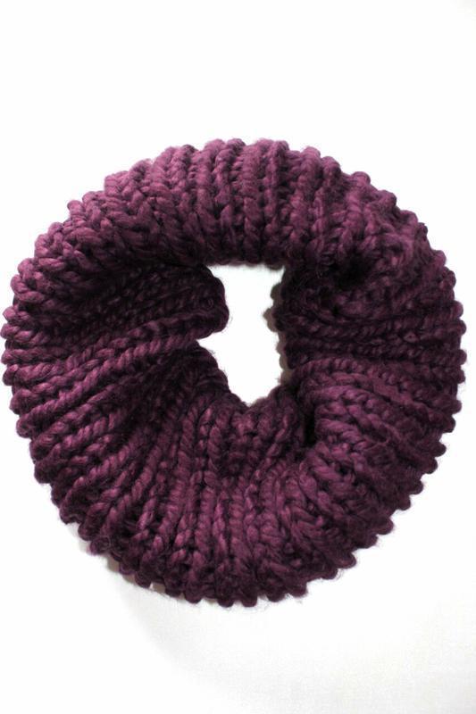 Теплый, мягкий шарф снуд, хомут сливового цвета. германия.