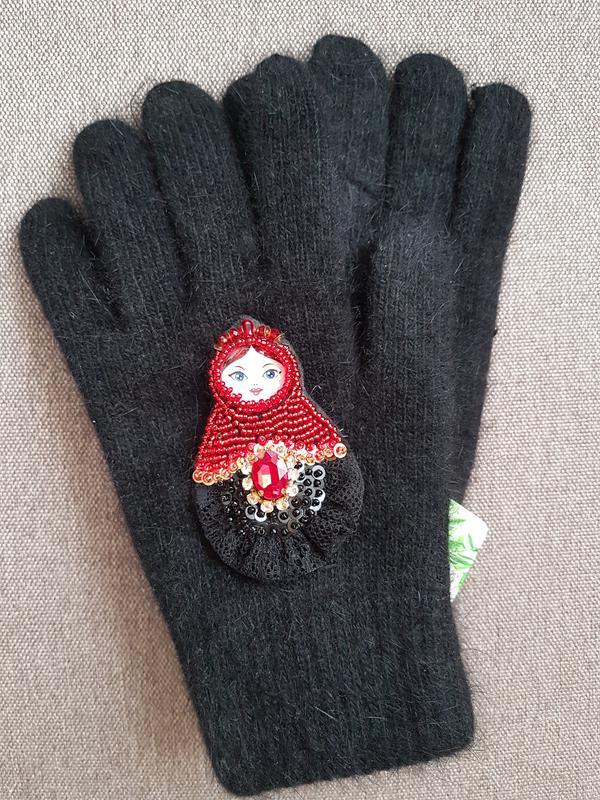 Перчатки с вышивкой.