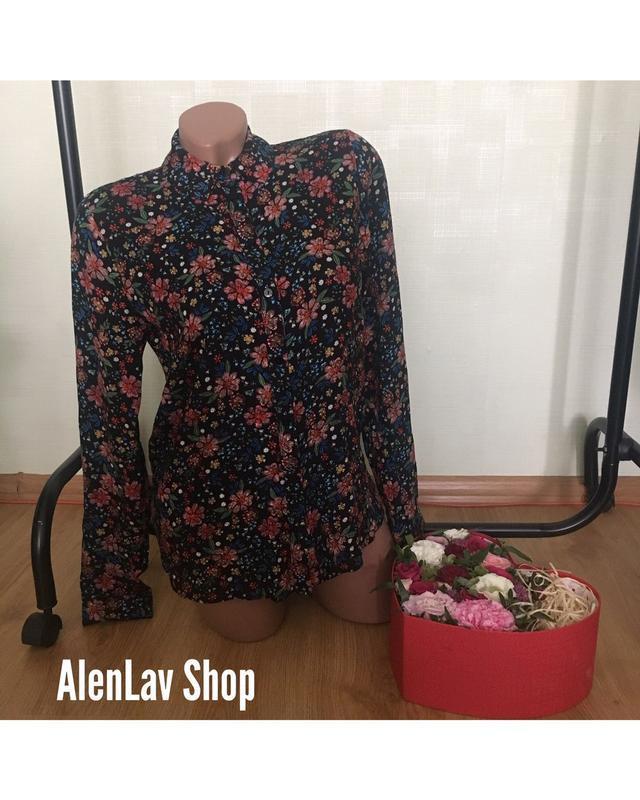 Новая базовая фирменная блуза рубашка в яркий цветочный принт