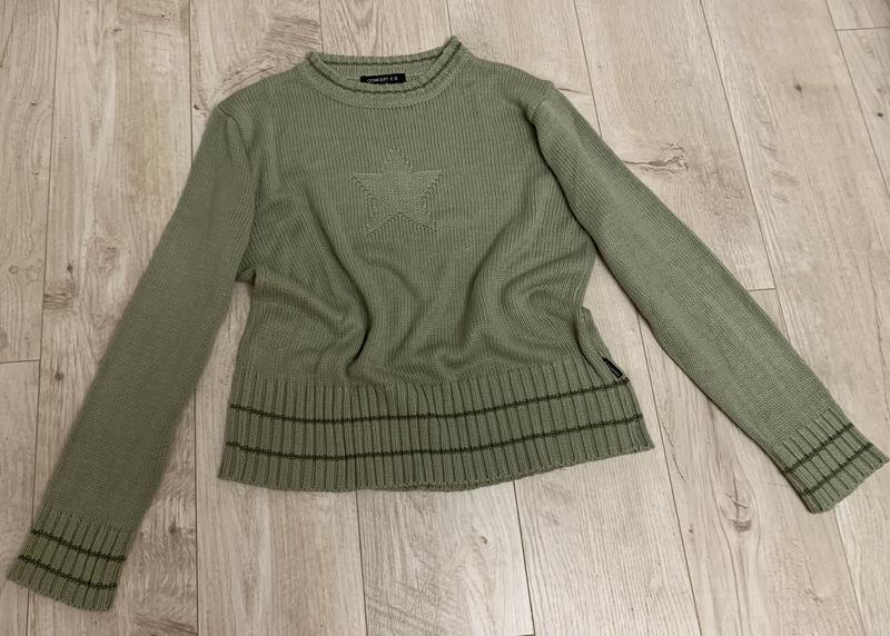 Базовый свитер вязаный ,оливковый цвет ,со звездой от concept ...