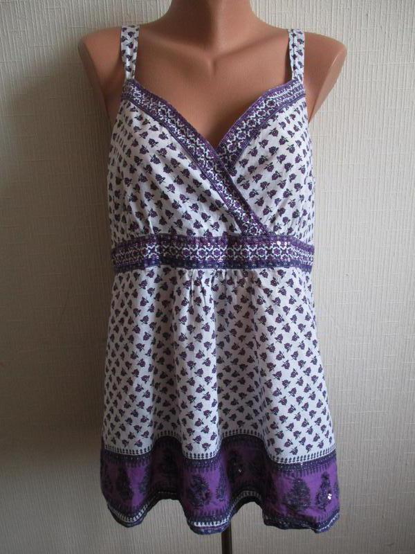 Натуральная хлопковая майка-блуза в принт украшенная пайетками...