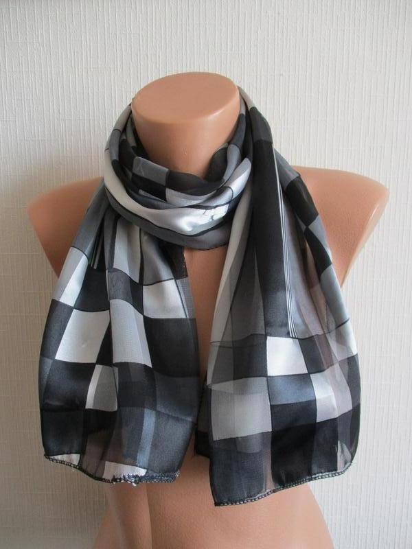 Шифоновый шарф в принт с небольшим атласным блеском