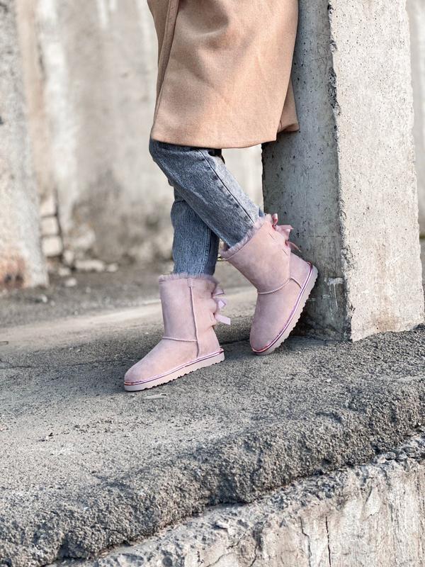 Ugg bailey bow ii pink натуральные женские зимние сапоги угги ... - Фото 4