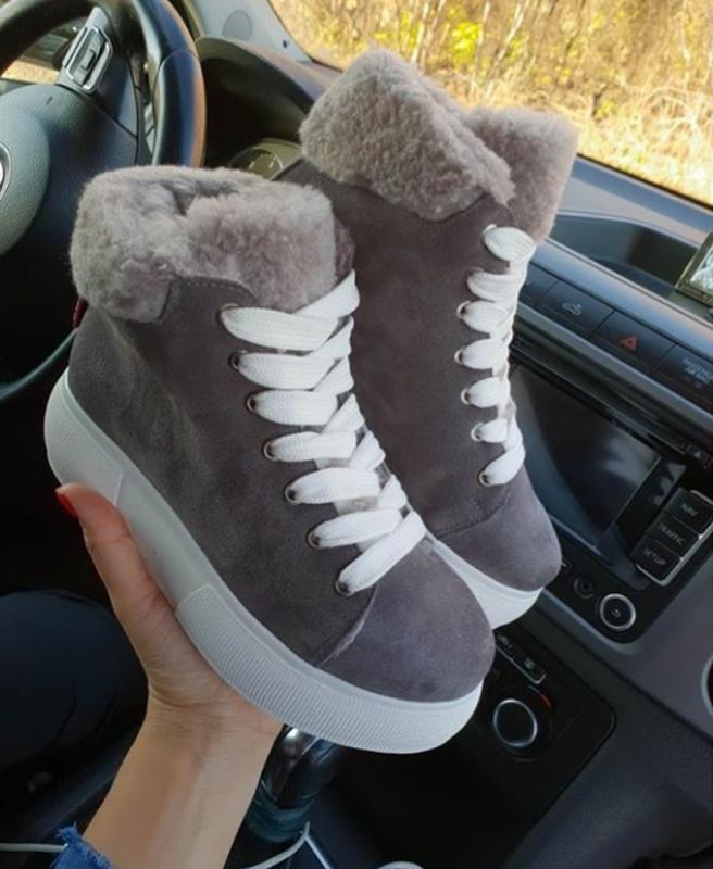 Натуральные замшевые ботинки серые