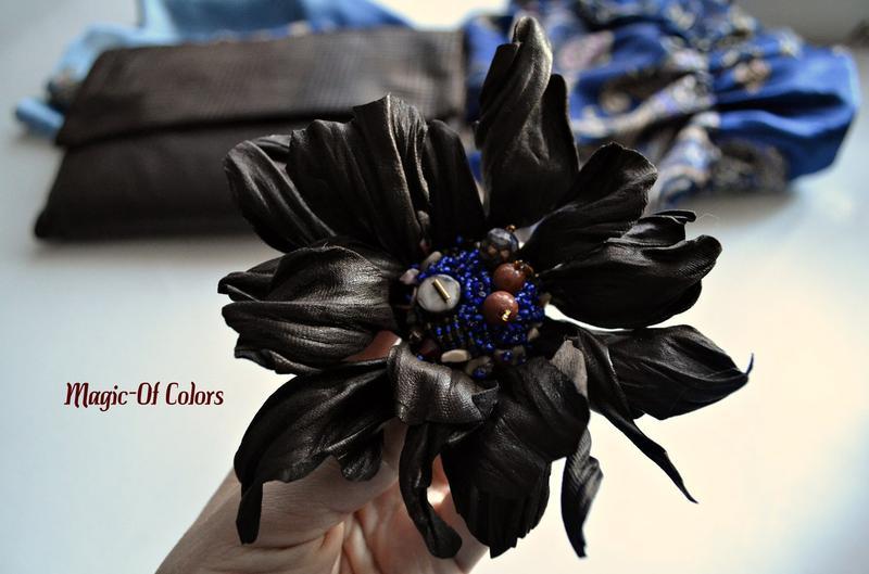 Брошь цветок из натуральной кожи.