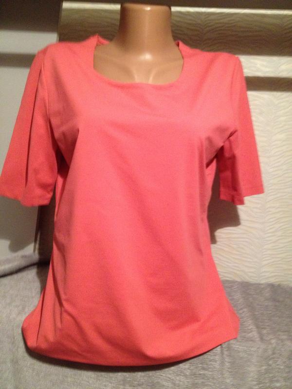 Облегающая стрейчевая футболка.315