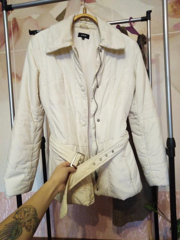 Тёплая куртка с меховым воротником!