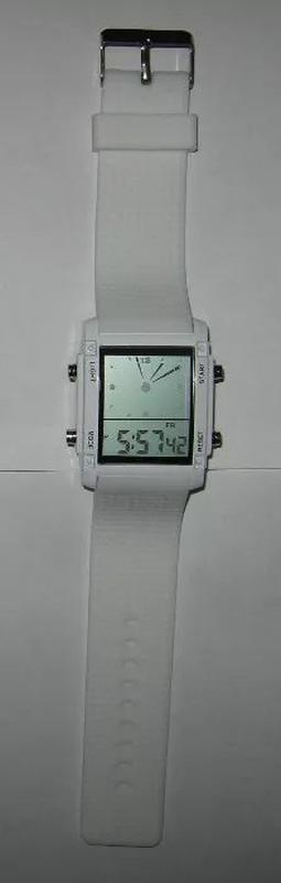 Необычные часы с 2мя дисплеями.