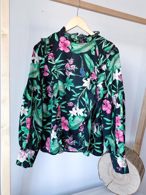Блуза к квіти з рукавми воланами