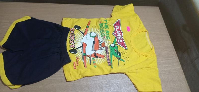Спортивный костюм с шортиками и футболклй