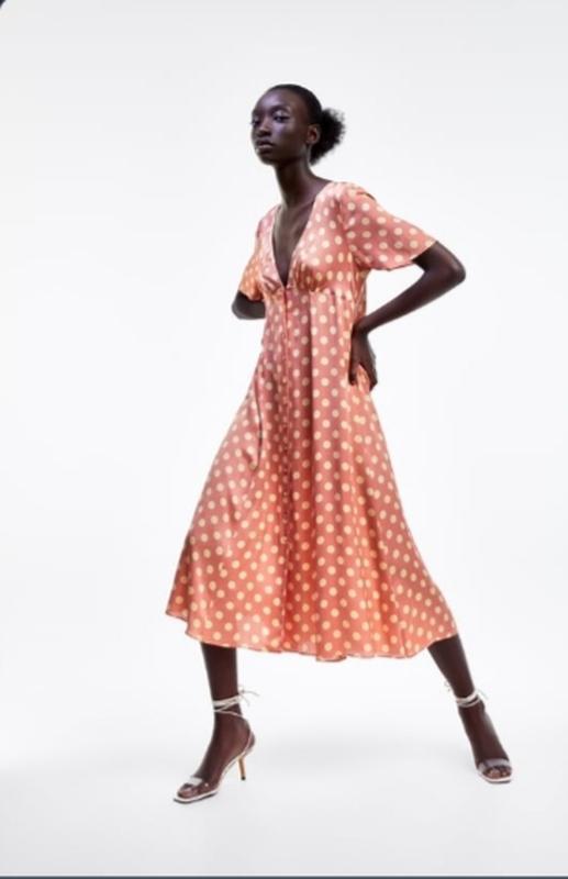 Зара. очень женственное, красивое платье в горошек.