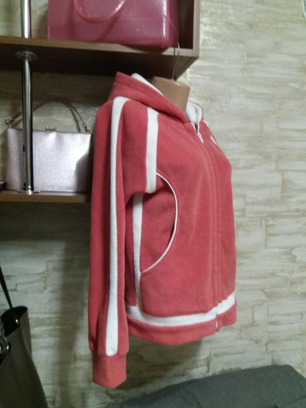 Флисовая курточка с капюшоном
