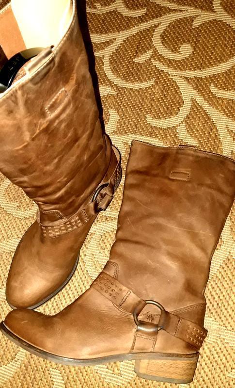 Стильні шкіряні чоботи ковбойки