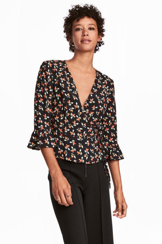 Стильная блуза с принтом на запах