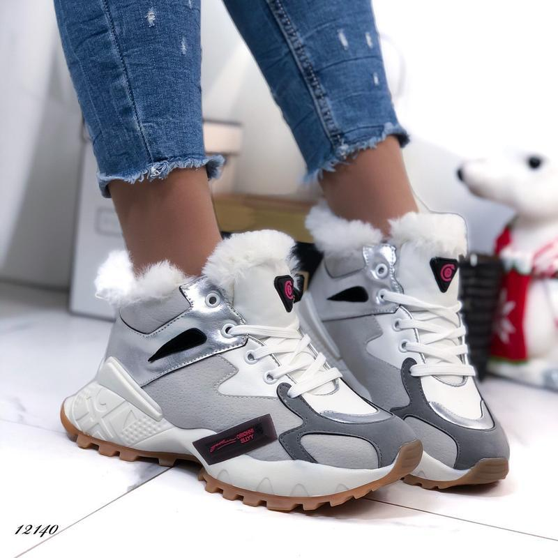 Зимние кроссовки на меху, серые кроссовки с белыми вставками.