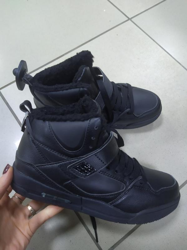 Зимние кроссовки черные