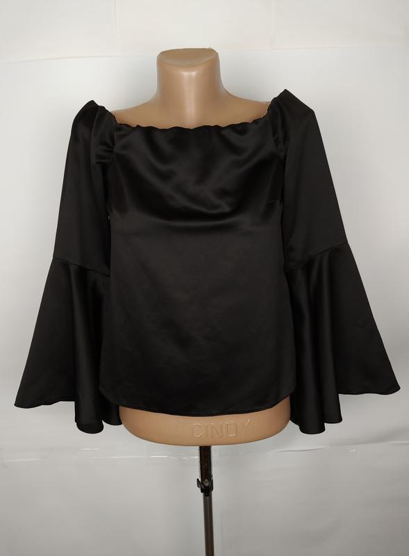 Блуза новая шикарная атласная с воланами на рукаве miss selfri...
