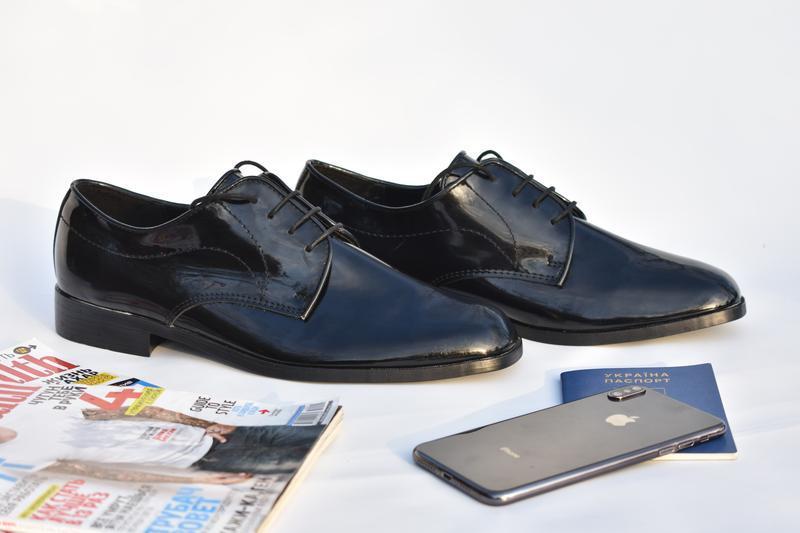 Резиновые лакированные мужские туфли с утеплителем на осень че...