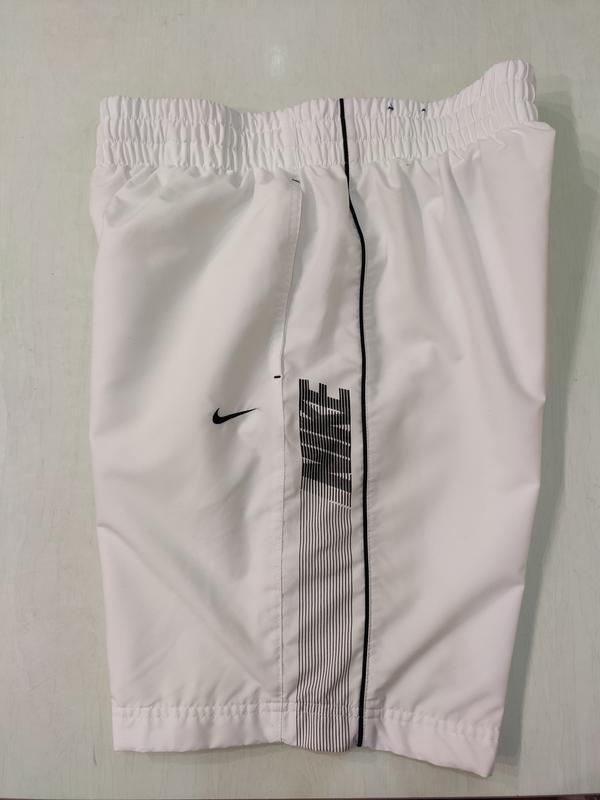 Nike белые спортивные шорты, состояние новых!