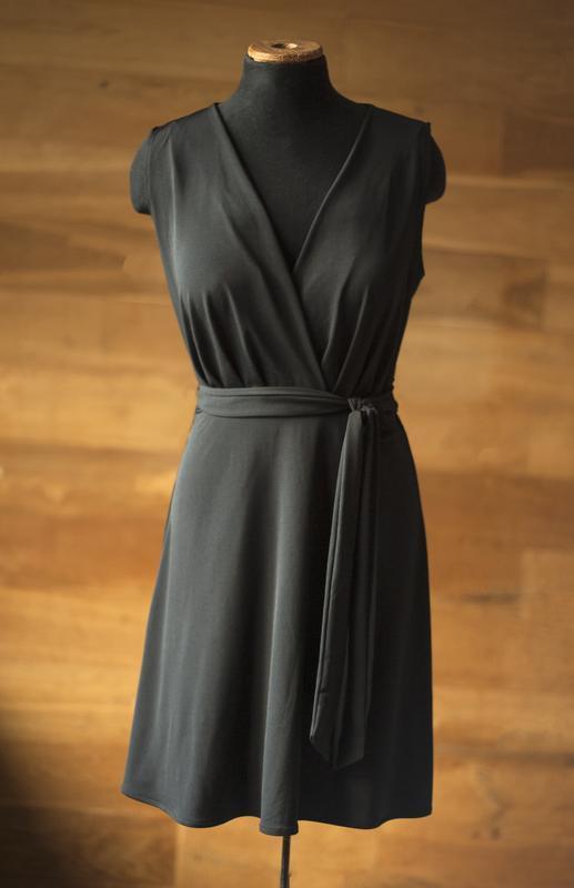Коктейльное черное платье mango, размер xs