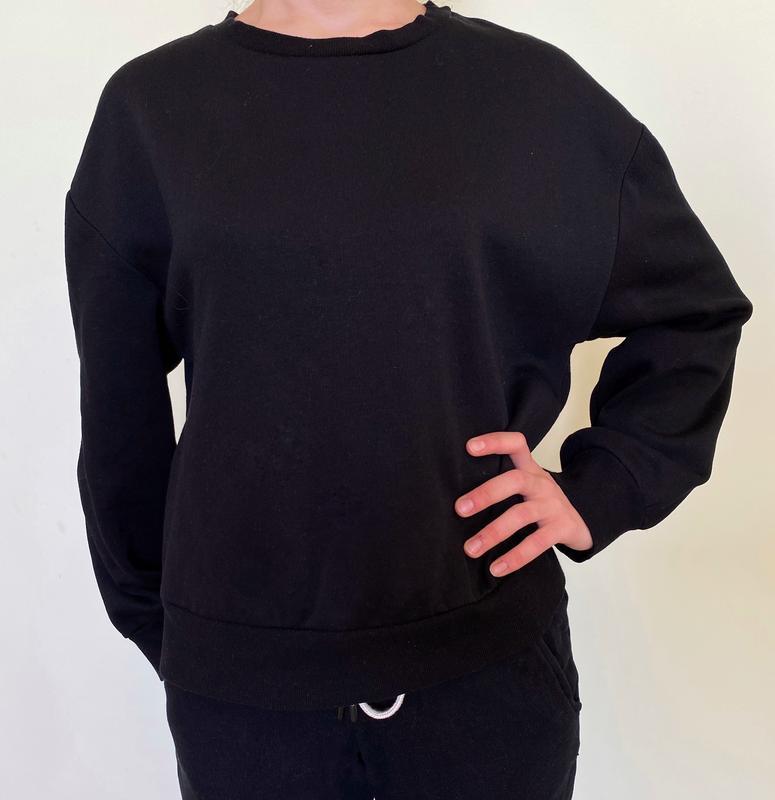 Свитшот,свитер,кофта чорная, оверсайз, объемные рукава.