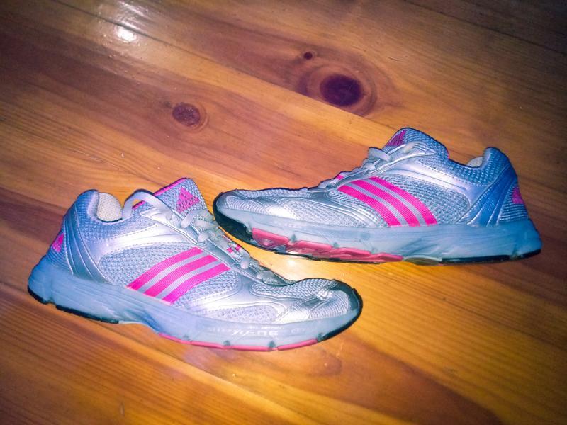 Беговые кроссовки, для занятий спортом adidas, не nike, reebok...