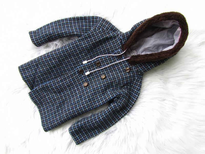 Стильная куртка пальто  с капюшоном