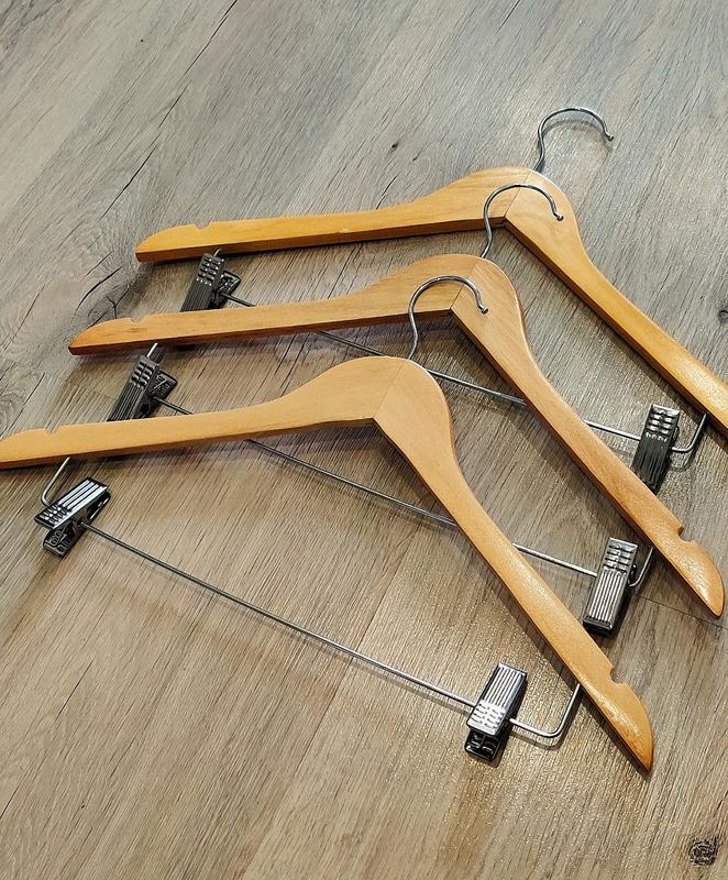 Деревянный тремпель вешалка плечики для одежды с прищепками дл...