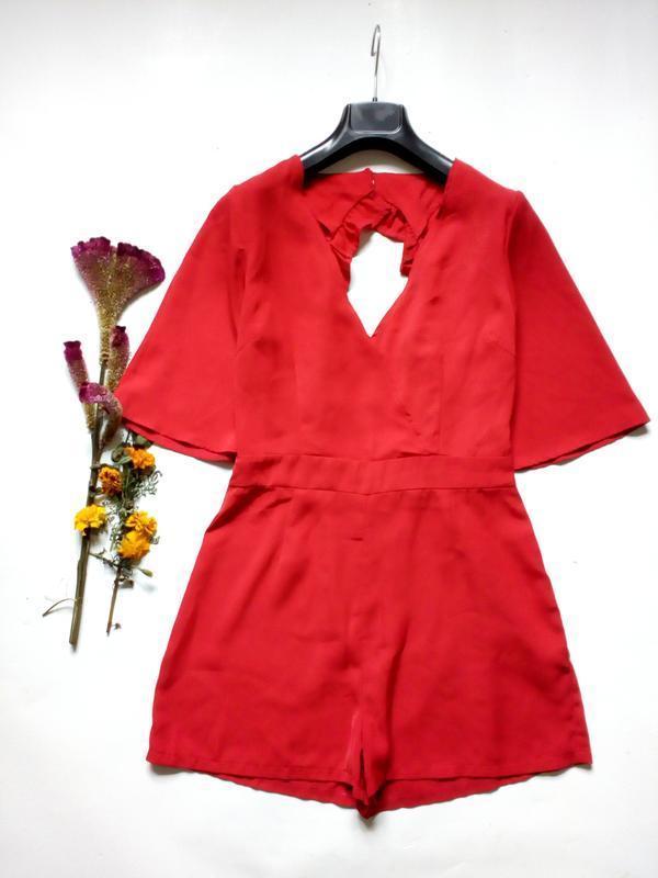 Красивейший красный ромпер комбинезон шорты с красивой спинкой