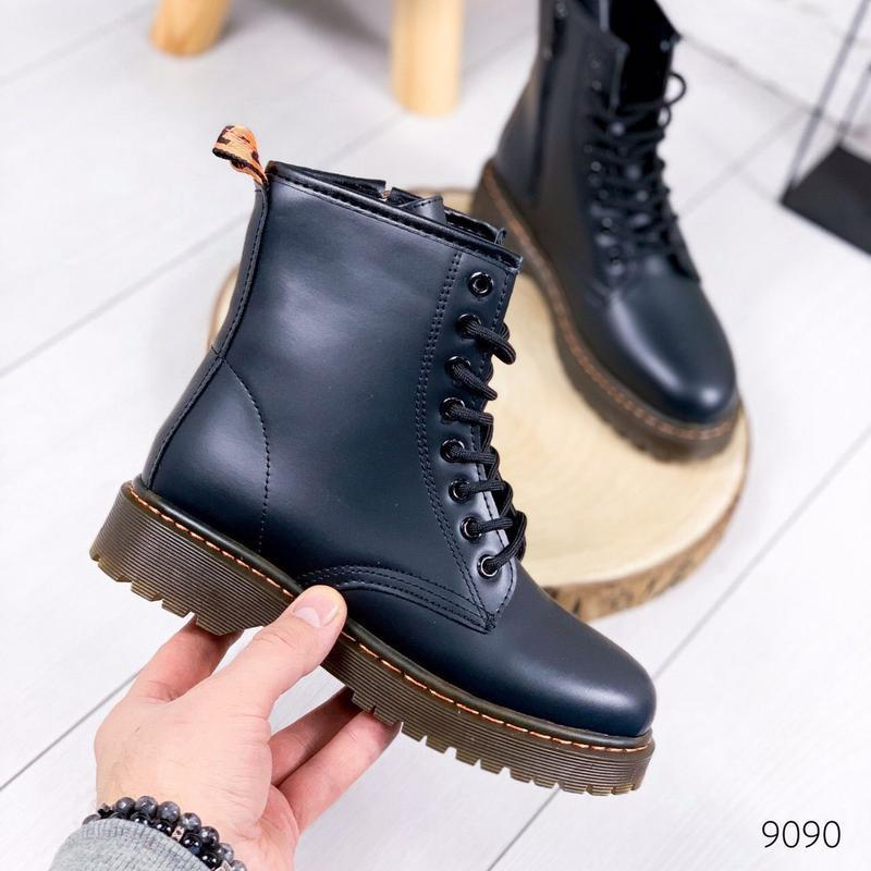 Стильные высокие белые ботинки на шнуровке - Фото 2