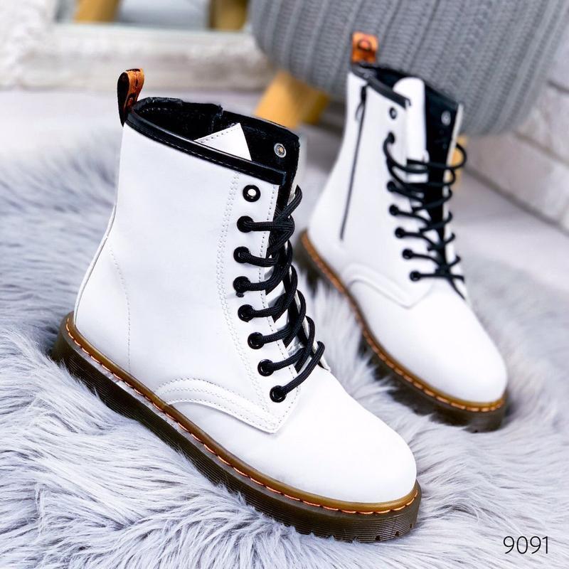 Стильные высокие белые ботинки на шнуровке - Фото 5