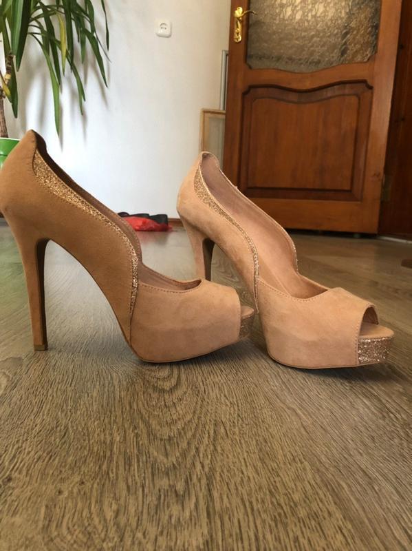 Туфли на каблуке bershka
