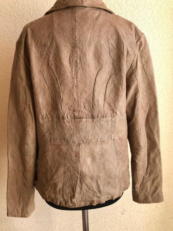 Бежевая кожаная куртка от бренда goosecraft gallery, в идеальн... - Фото 2