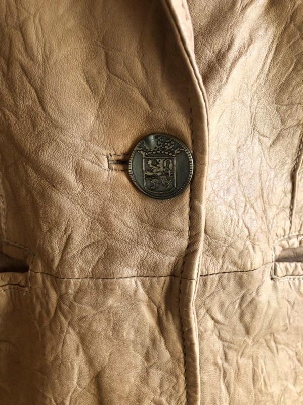 Бежевая кожаная куртка от бренда goosecraft gallery, в идеальн... - Фото 3