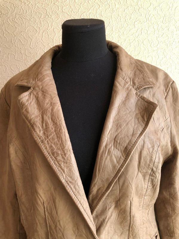 Бежевая кожаная куртка от бренда goosecraft gallery, в идеальн... - Фото 5