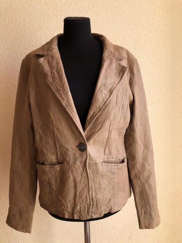 Бежевая кожаная куртка от бренда goosecraft gallery, в идеальн... - Фото 6