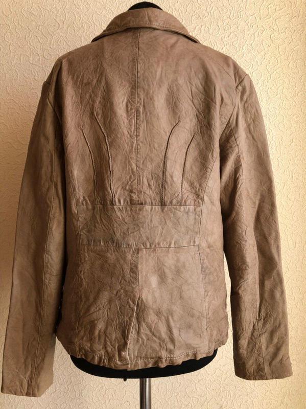 Бежевая кожаная куртка от бренда goosecraft gallery, в идеальн... - Фото 7