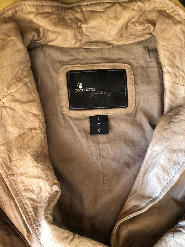 Бежевая кожаная куртка от бренда goosecraft gallery, в идеальн... - Фото 9