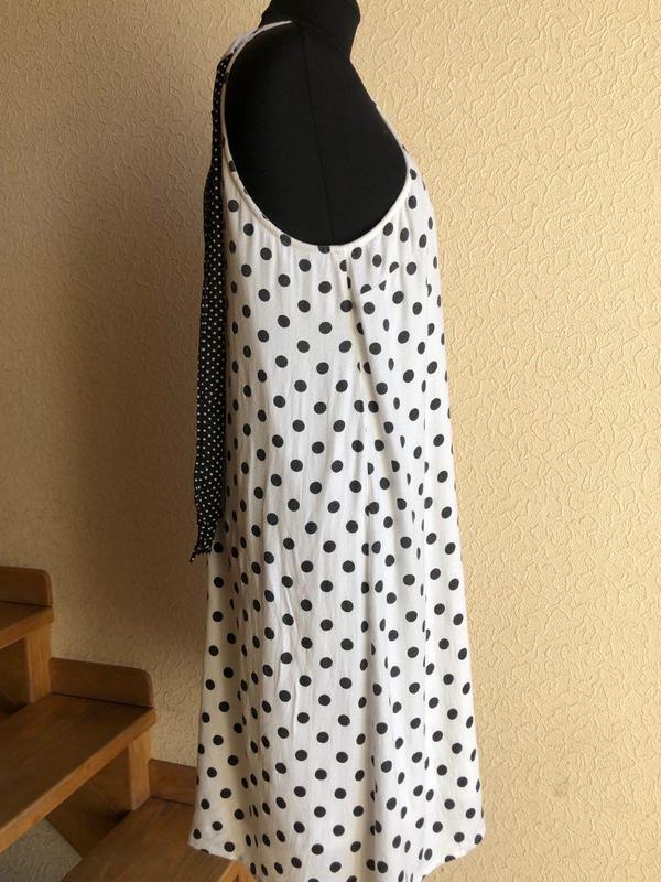 Белое в горошек по колено миди натуральное платье vero moda - Фото 3