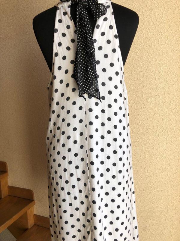 Белое в горошек по колено миди натуральное платье vero moda - Фото 8