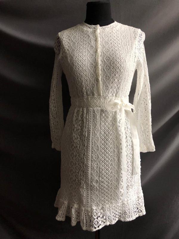 Платье  белое кружевное короткое