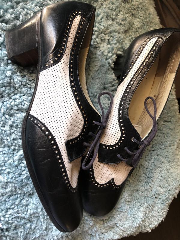 Кожаные итальянские туфли на узенькую ногу.