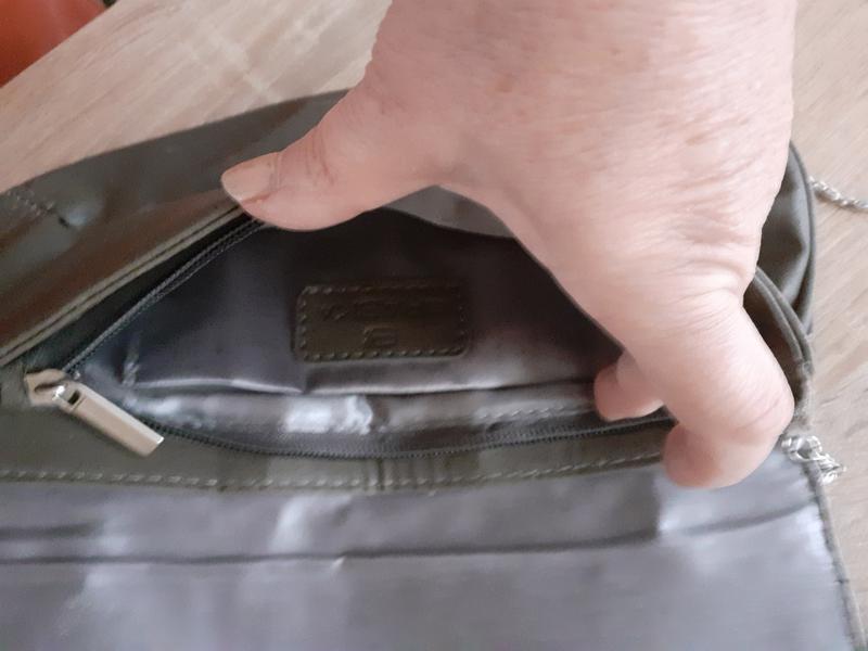 Сумка клатч с одним отделением и карманчиком  на цепочке - Фото 3