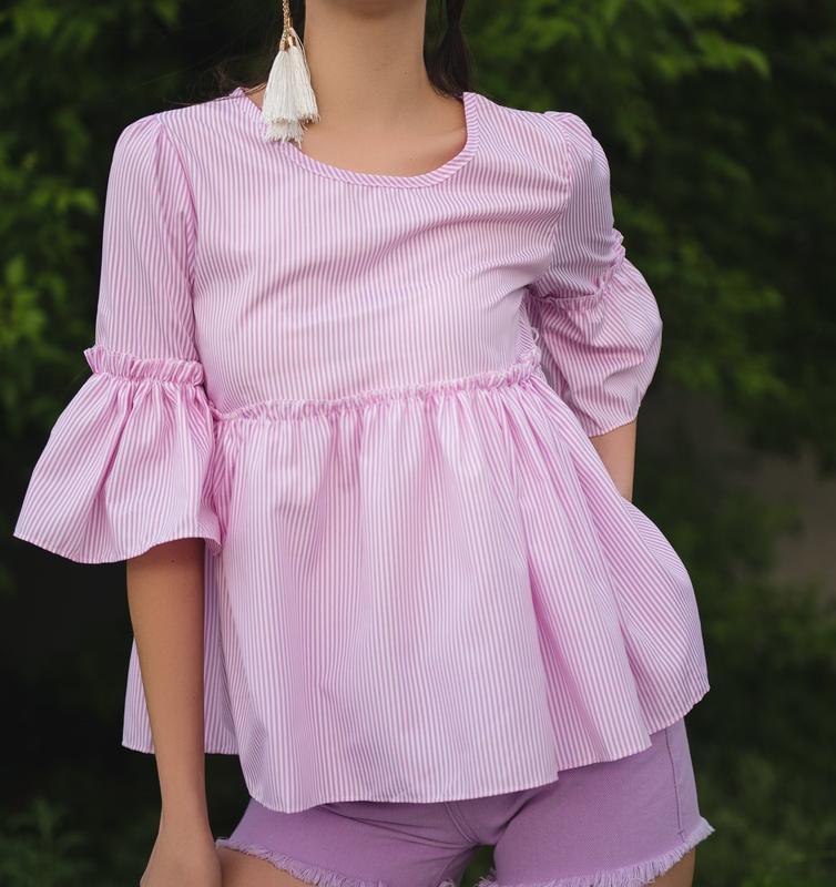 Розовая летняя блуза в полоску, с  оборкой