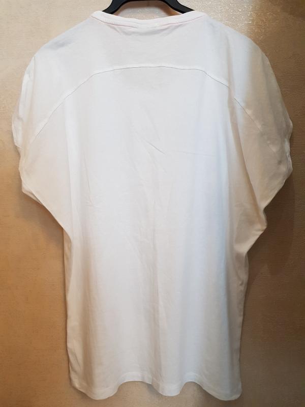 Белая футболка adidas, оригинальный фасон - Фото 4