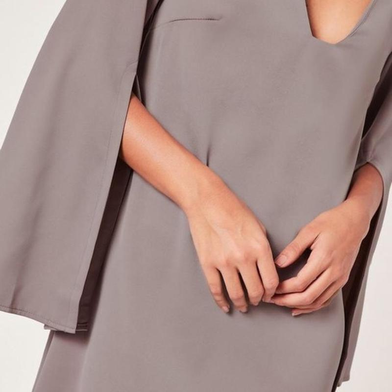 Красивое  платье с разрезами на рукавах😍