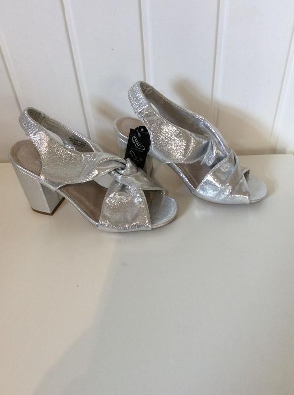 Босоножки серебро глиттер на блочном каблуке от primark wide f...