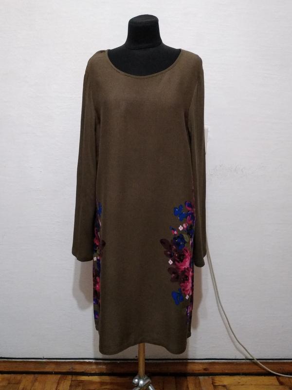 Стильное платье в яркий цветочный принт большого размера