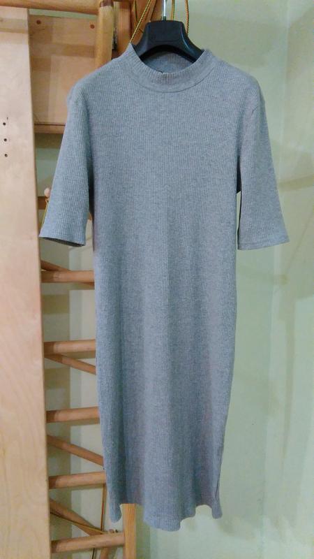 Трикотажное хлопковое платье в рубчик
